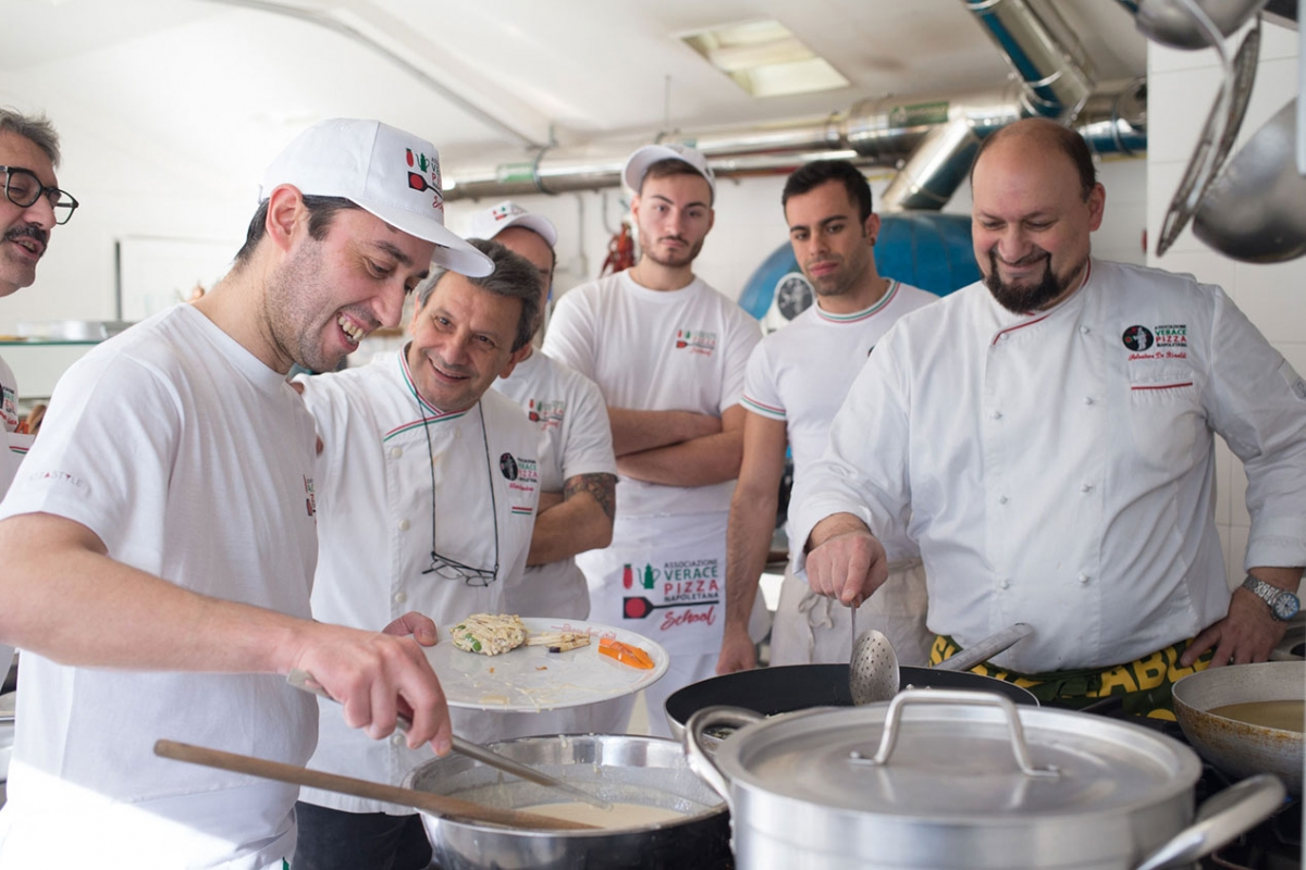 Course of deep-fried neapolitan food