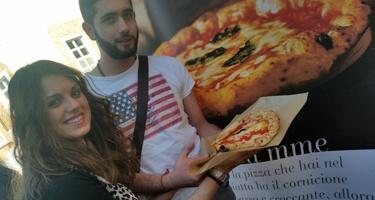 """L'AVPN al Top Food Expoerience delizia i palati con le pizze """"a portafoglio"""""""